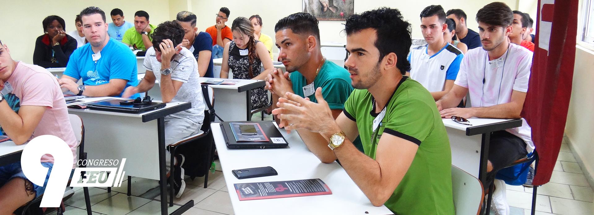 Estudiantes de la Universidad de las Ciencias Informáticas (UCI), debatiendo en el 9no Congreso de la FEU