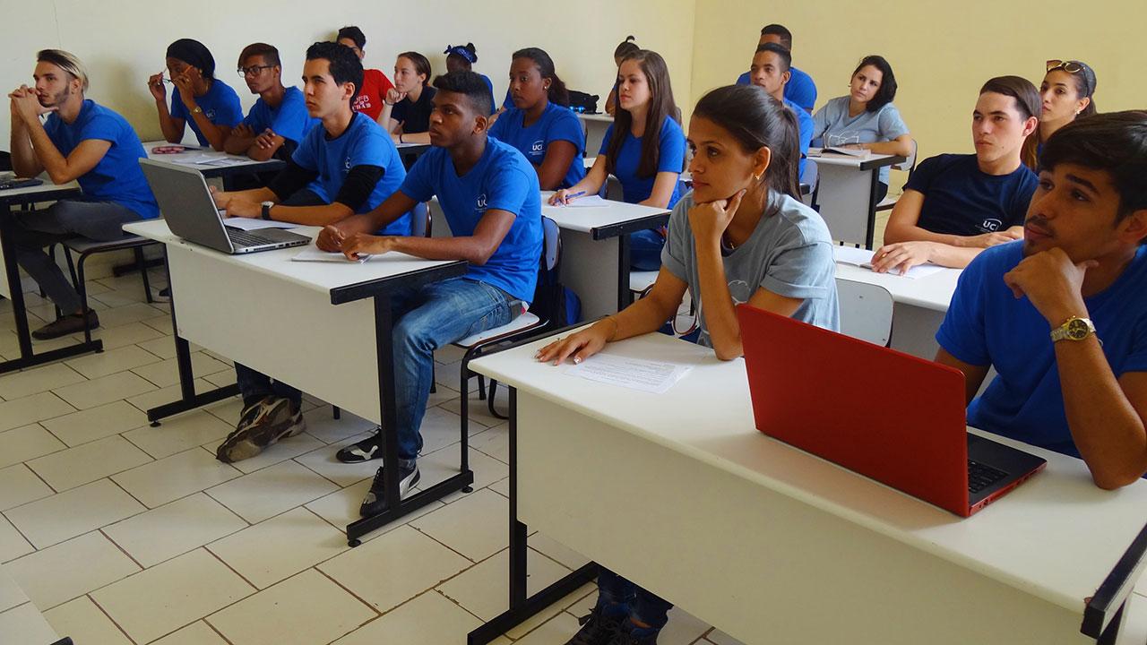 Estudiantes de la Universidad de las Ciencias Informáticas UCI