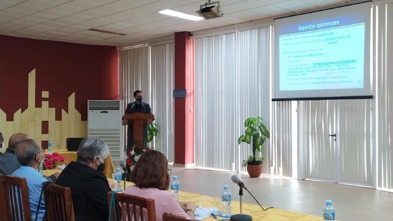 El vicerrector primero de la Universidad, el Dr.C. Raydel Montesino Perurena, presentó la nueva carrera.