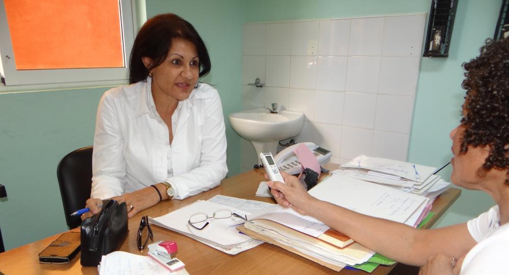 La Dra. Olga Elena López Fernández, coordinadora del Centro médico de la UCI, en entrevista sobre la Covid-19