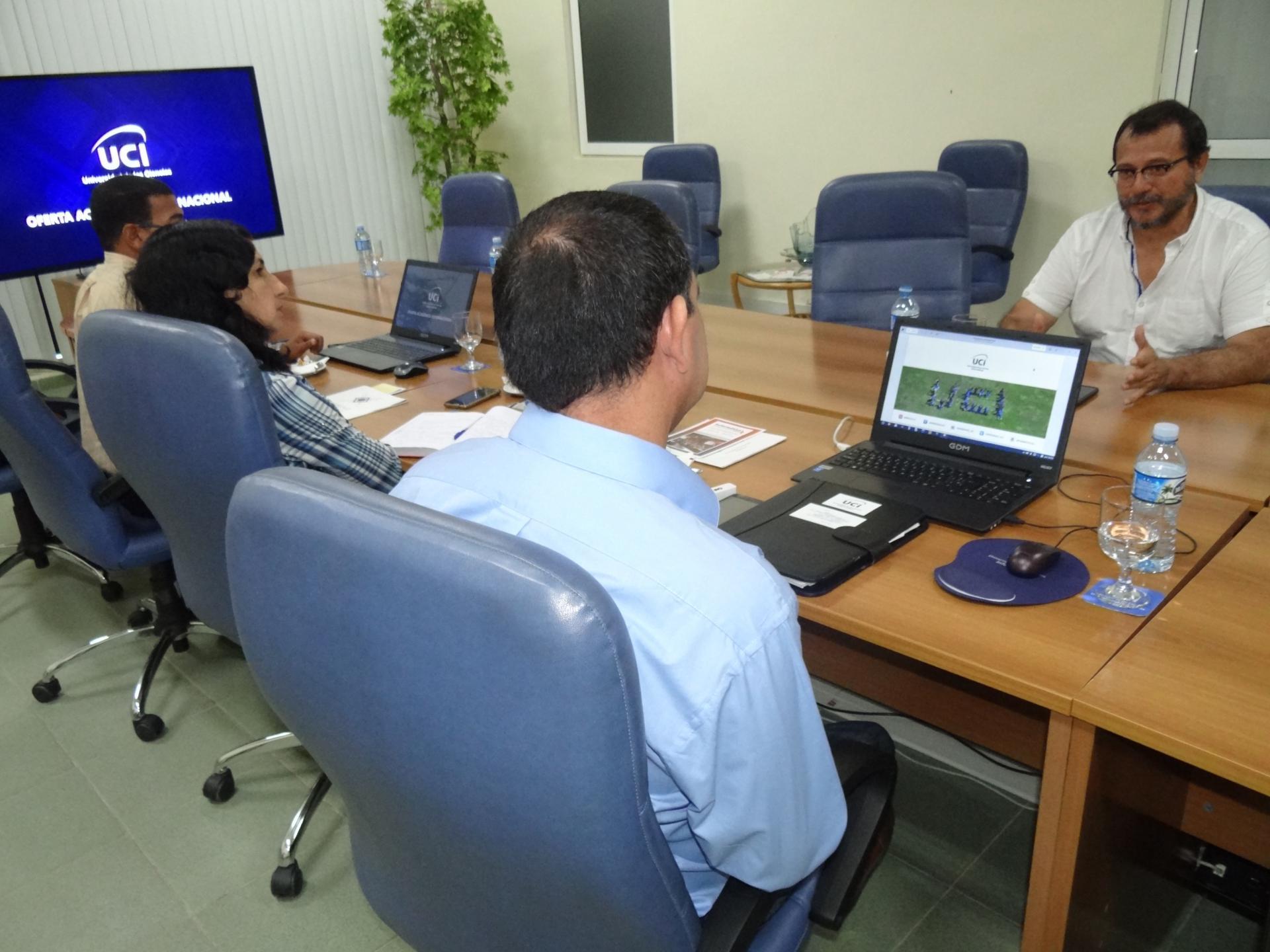 Interesado por conocer las ofertas académicas de la Universidad de las Ciencias Informáticas visitó nuestro centro Orlando Hernández González, presidente de la Fundación Norte-Sur de Colombia.