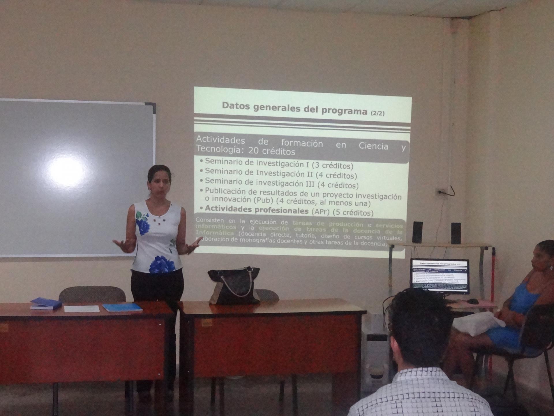 La Dra.C. Roxana Cañizares, directora de Educación de Posgrado en la UCI, presentó a los egresados el informe preliminar de la Maestría de Informática avanzada para su acreditación por la JAN