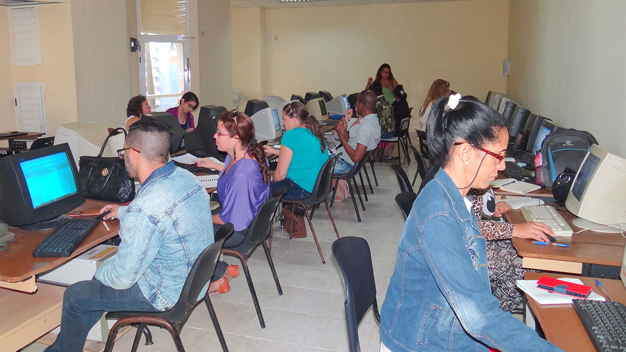 Curso de Alfabetización Informacional por la Profesora MSc. Alinoet Suárez Jorge