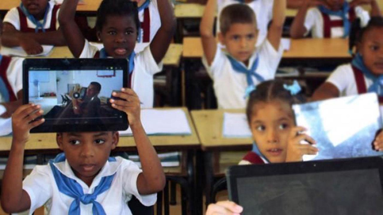 Las aulas tecnológicas llegan en esta primera versión a algunas escuelas de la enseñanza general.
