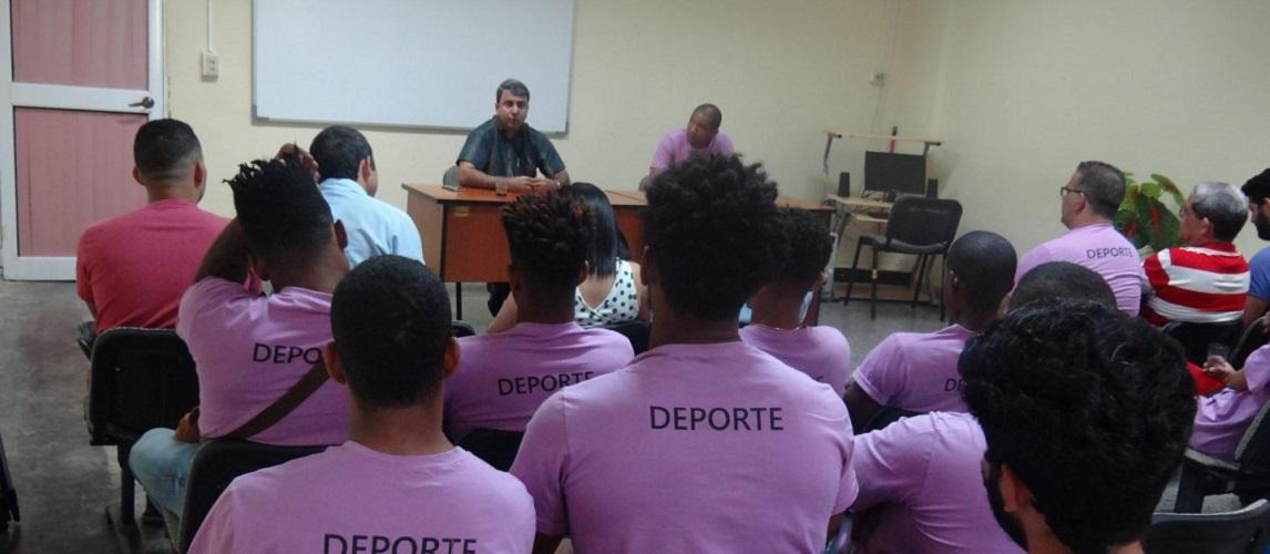 Con la presencia del Rector de la Universidad los atletas de la UCI a la Universiada Nacional fueron despedidos por la institución