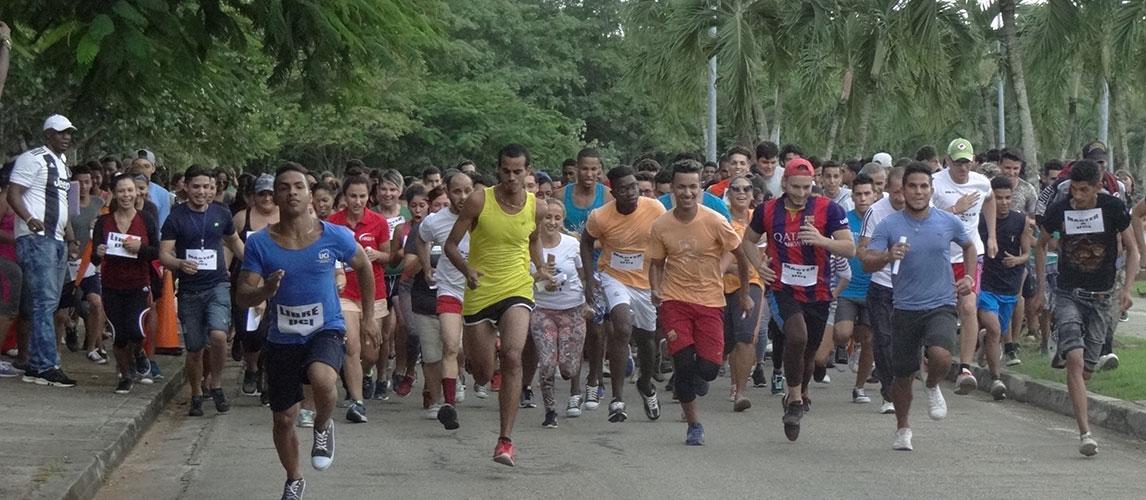 Maratón de Uciencia en la Plaza Mella.