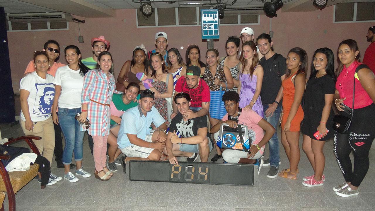 Integrantes de la obra teatral El otro día en el P14, de la Facultad 4