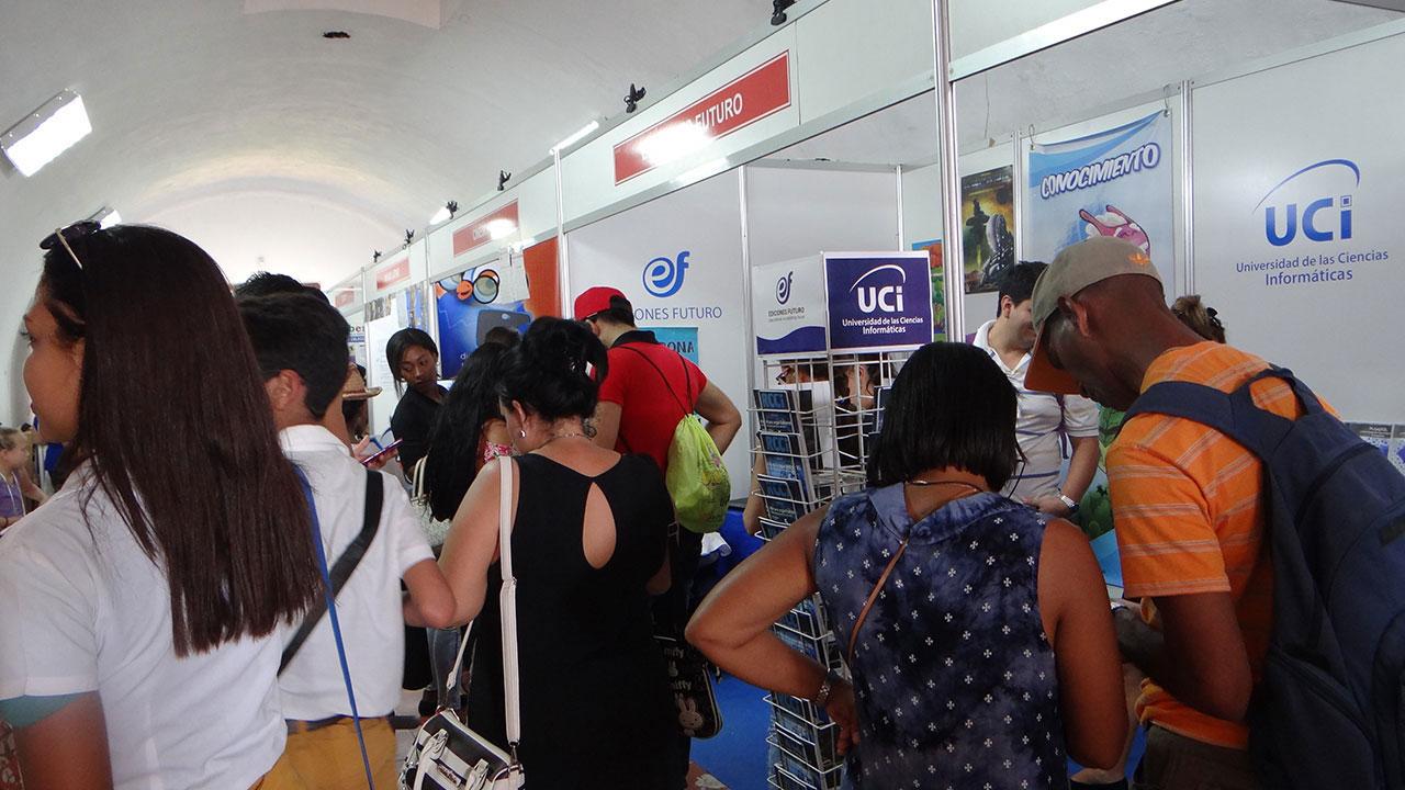 Numerosos estudiantes y profesionales, relacionados con la Informática, han visitado el stand de Ediciones Futuro, en la Feria Internacional del Libro de La Habana