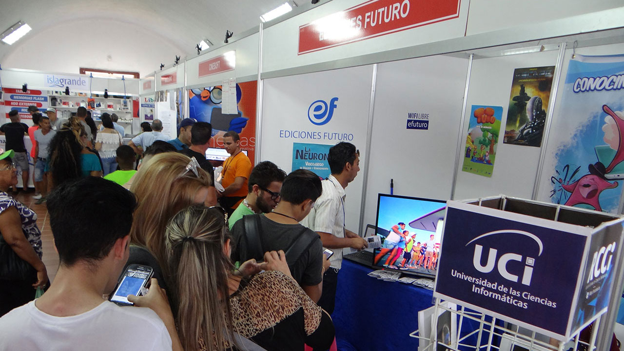 Stand de la UCI en la Feria Internacional del Libro de La Habana