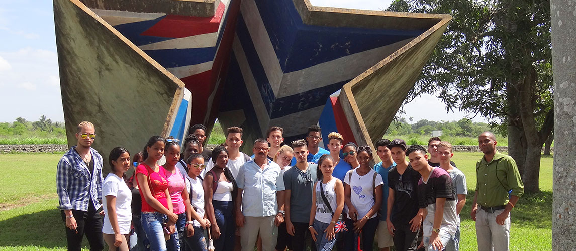 Students from the Introductory Faculty of Computer Science visiting the mausoleum of San Pedro
