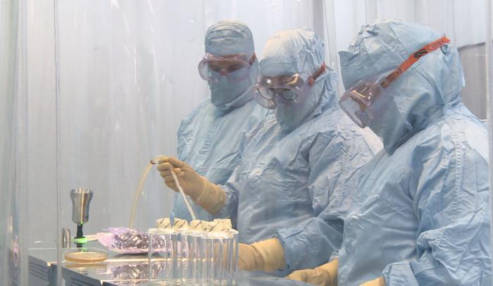 El grupo empresarial BioCubaFarma ajusta sus capacidades para extender, en las próximas semanas, la vacunación a más de 150 000 personas. Este será parte del camino a la inmunización masiva,  en tanto también se iniciará en niños el ensayo clínico con Soberana 02. Foto: Cortesía de BioCubaFarma