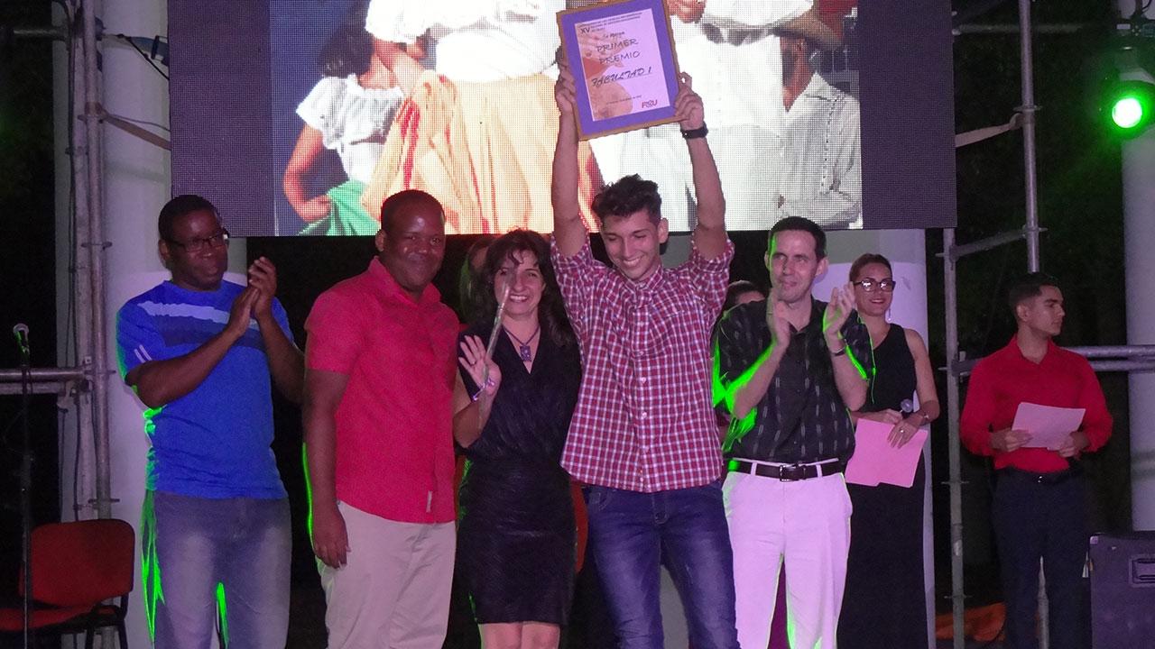 En premios colectivos la Facultad 1, vencedora del XV Festival de Artistas Aficionados de la UCI, también obtuvo primer lugar en espectáculo.