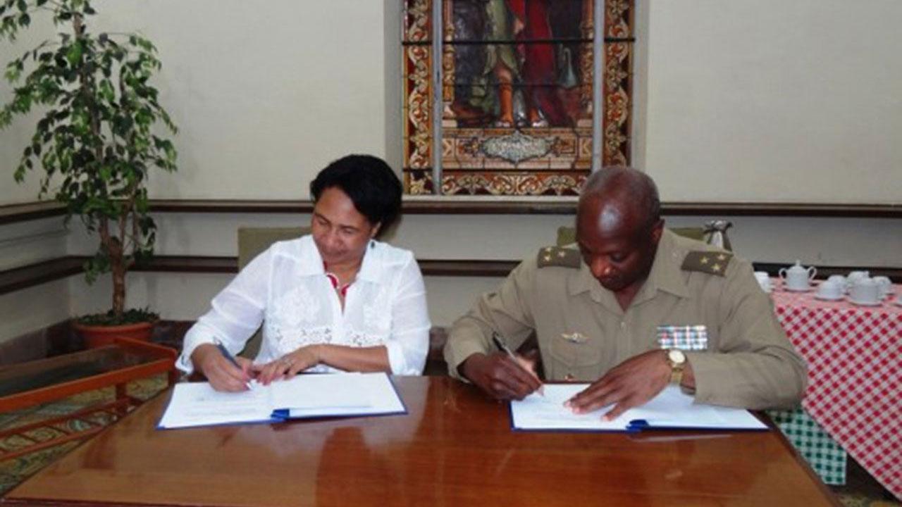 Firma del Convenio de Colaboración entre ambas instituciones