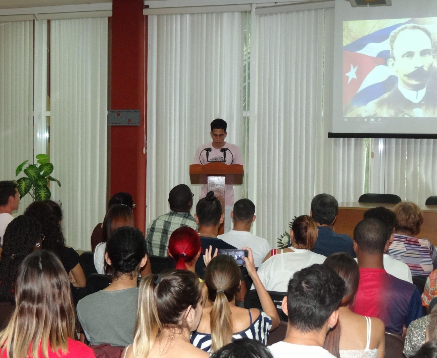 Vicepresidente de la FEU en la esfera ideológica de la UCI, Denis Antony Álvarez Albelo, realizó la relatoría del evento.