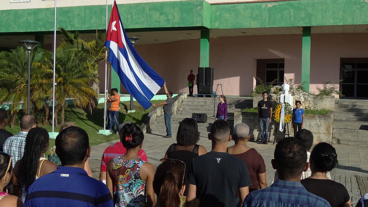 Hoy se rindió tributo a José Martí en el aniversario de su caída en combate, y a nuestra insignia nacional, por conmemorarse también el Día de la Bandera.