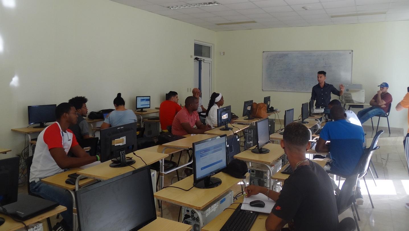 Profesores de la UCI e invitados imparten los cursos de posgrado