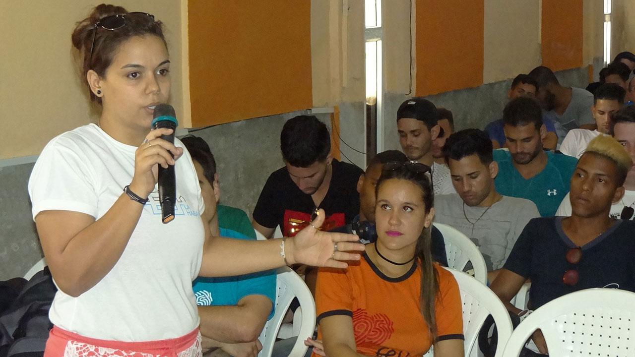 Presidenta de la Federación Estudiantil Universitaria, Eliani Cabrera García, revalidó el compromiso de los jóvenes de la UCI de contribuir con nuevas ideas a la informatización de la sociedad cubana y a la docencia en la capital