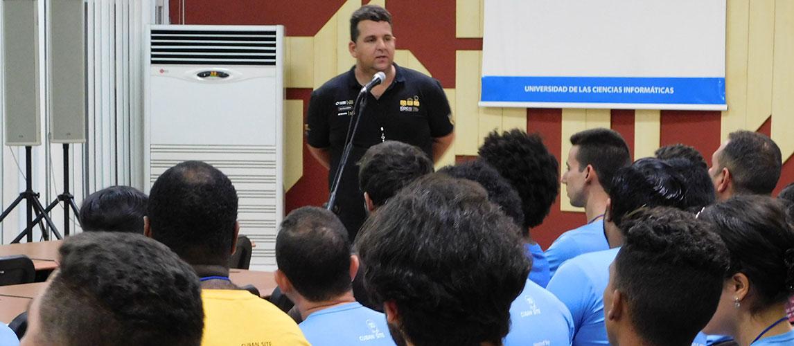 """El Ing. Dovier Antonio Ripoll Méndez moderó la mesa redonda """"Experiencias de finalistas mundiales"""", celebrada durante la Final Caribeña 2018 del ACM-ICPC"""