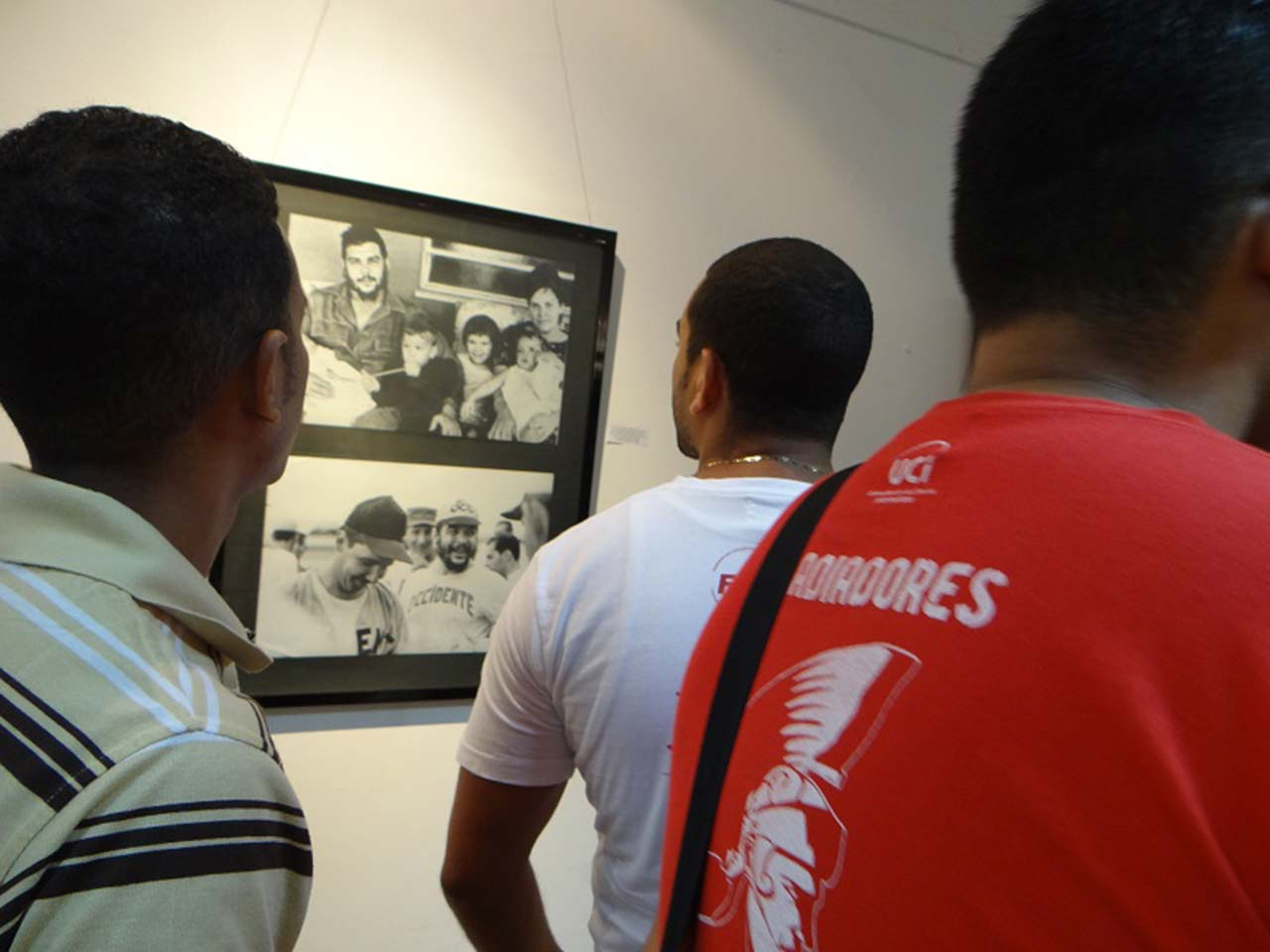 Exposición fotográfica en la UCI rinde honores al Che Guevara.