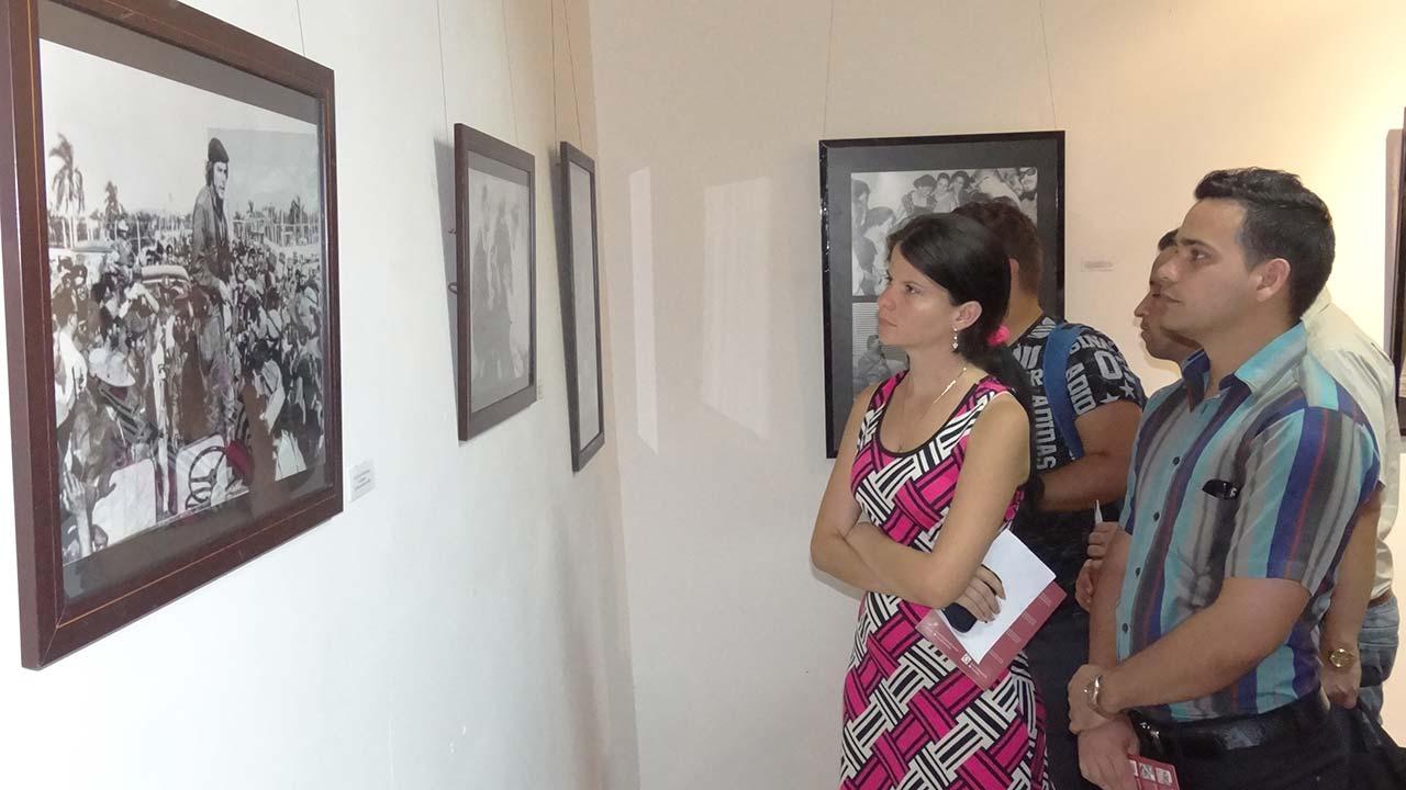 Dedican al Guerrillero Heroico la exposición fotográfica, que incluye fotos del archivo del Centro de Estudios Che Guevara.