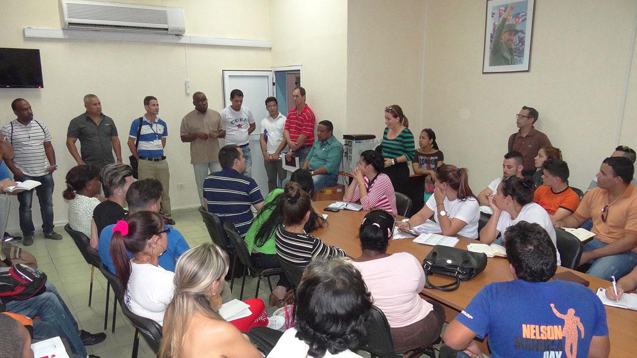Reunión con autoridades electorales en la UCI