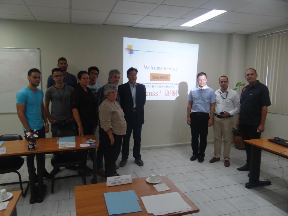 Estudiantes y directivos dieron la bienvenida a los profesores chinos de la Biblioteca del CERC