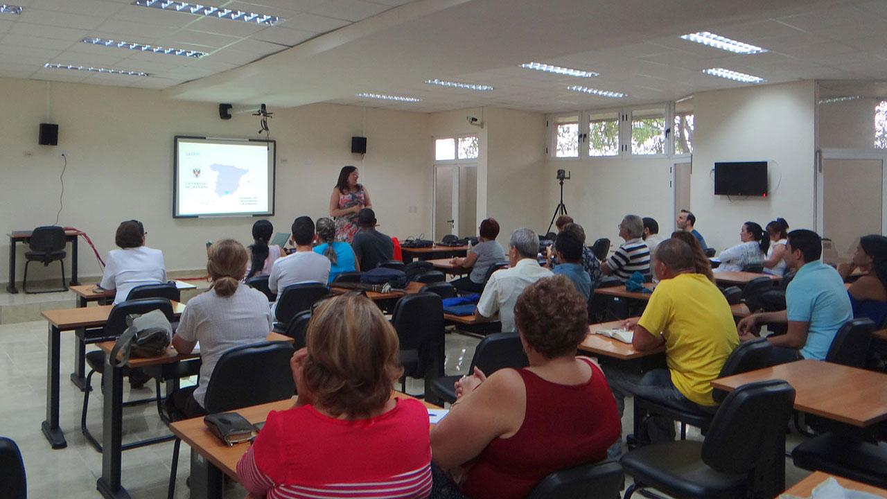Conferencia Los entornos personales de aprendizaje en la formación universitaria a cargo de la Dra.C. Zoraida Callejas Carrión, de la Universidad de Granada