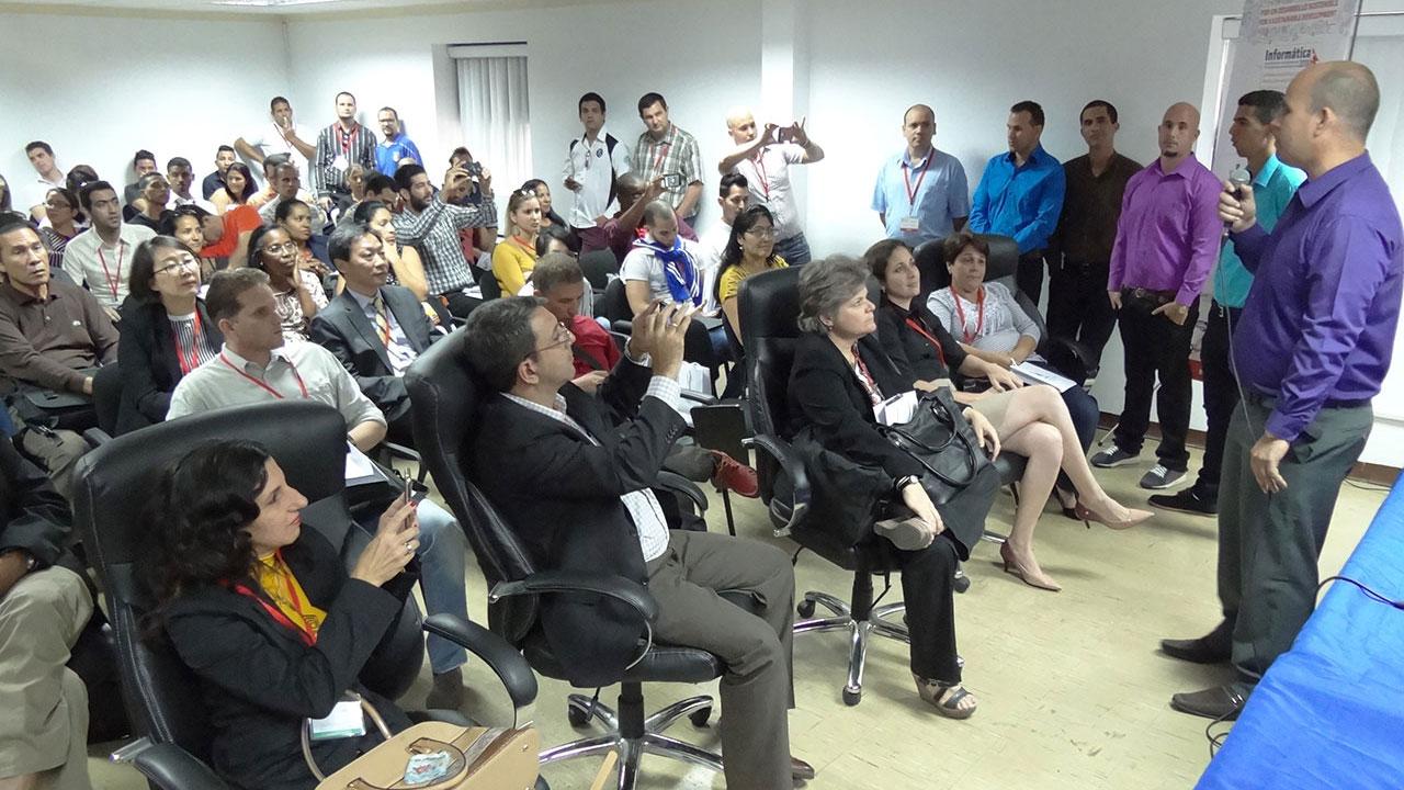 Yoandy Pérez Villazón, director del Centro Cesol en presentación de Nova 6.0