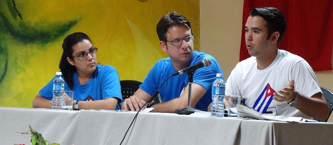 Encuentro de la comunidad universitaria con Raúl Alejandro Palmero, presidente nacional de la FEU, y el historiador Elier Ramírez, miembros de la comisión redactora de la nueva Constitución a referendo.