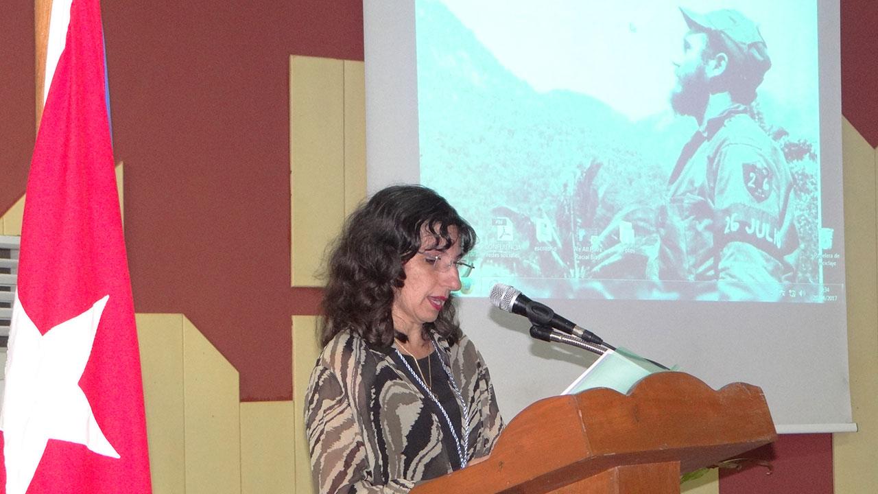 Presidenta del Comité Organizador, Delly Lien González, pronuncia discurso de apertura de la Primera Jornada Red Cuba 2017.