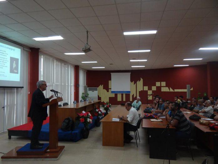 Valero Cortés demostró que las supercomputadoras, al servicio de la sociedad pueden resolver muchos problemas. Foto: Juan Félix Hernández Rodríguez y Juan Pablo Hernández Mirabal