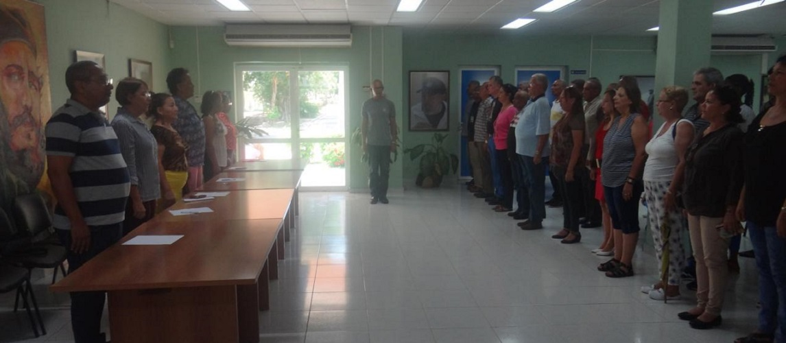 Acto de entrega simbólica de compromiso del Día de la Patria de los trabajadores de la Vicerrectoría de Formación de la UCI