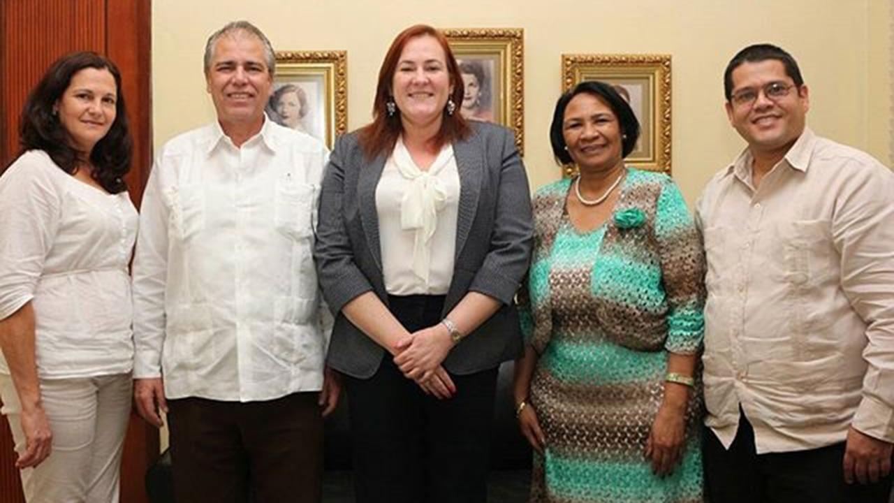 La Dra.C. Miriam Nicado intercambió con funcionarios del Ministerio de Educación Superior, del Ministerio de Educación, con la Ministra de la Mujer, así como con rectores de universidades.