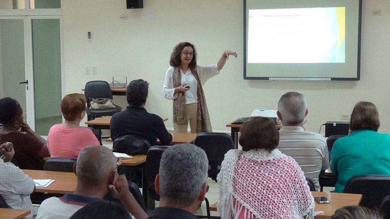 """La Dra.C. Teresa González Ramírez destacó durante la conferencia """"Evaluación institucional y la cultura de la calidad en la universidad"""" que la cultura organizacional es un constructo que se forja atendiendo a las valores que conforman una institución"""