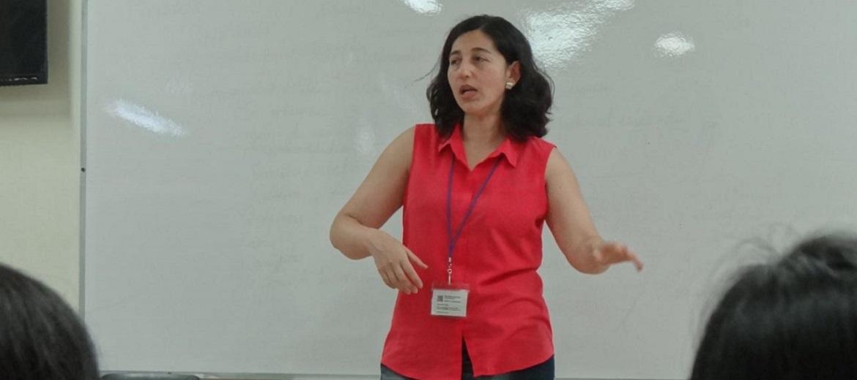 La profesora chilena MSc. Ana María Ruíz Toledo comentó que la experiencia con Kahoot motiva a los estudiantes a estudiar por medio de la aplicación