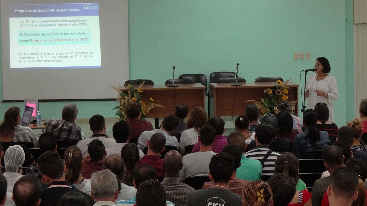 La Dra.C. Vivian Estrada Sentí, coordinadora del concentrado, dio a conocer los pormenores de esta preparación