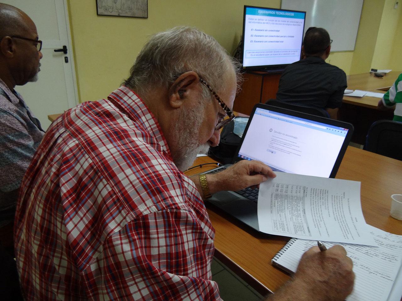 Representantes de universidades y expertos en la Educación a Distancia en Cuba.