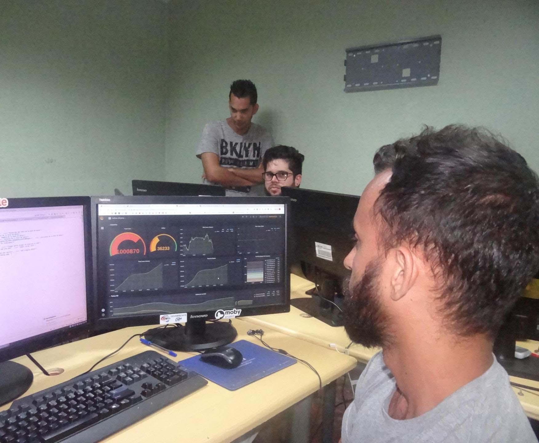 Haniel Cáceres Navarro, desarrollador principal de toDus, en diálogo con el periódico Mella a propósito del millón de suscriptores de la plataforma cubana de mensajería colaborativa.