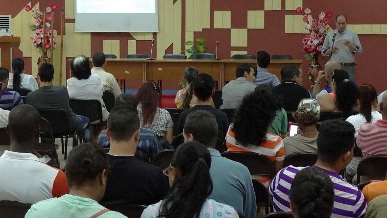 El MSc. Miguel Ángel Hernández de la Rosa, vicedecano de Investigación y Posgrado de la Facultad 1, dio a conocer el informe del trabajo realizado en el 2017 y las metas para el 2018