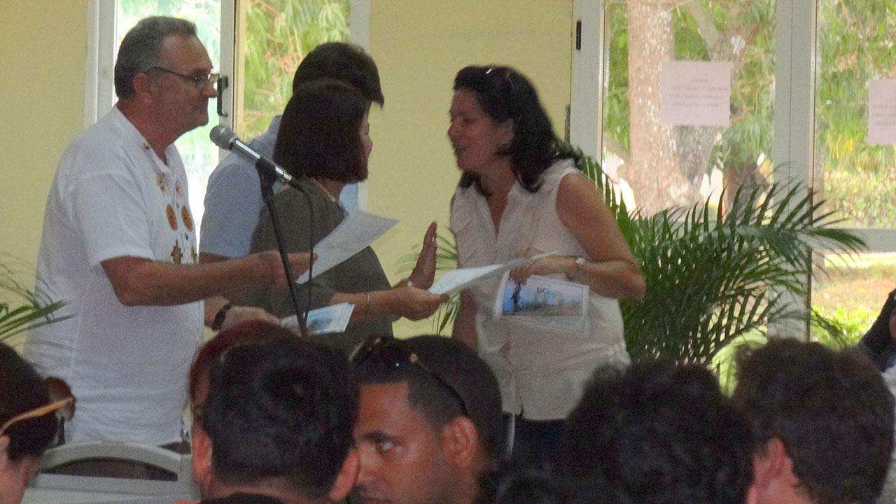 Otorgan reconocimiento a profesores que impartieron los cursos en la VII Escuela Internacional de Invierno