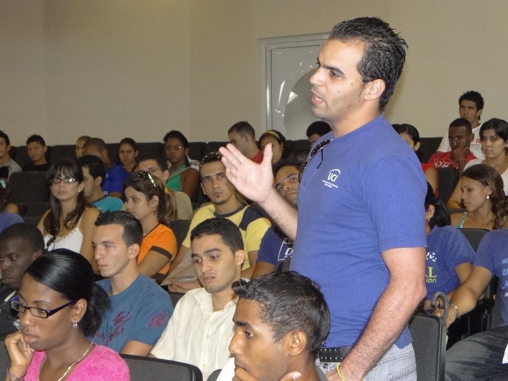 Activo del Movimiento de Alumnos Ayudantes en la UCI.