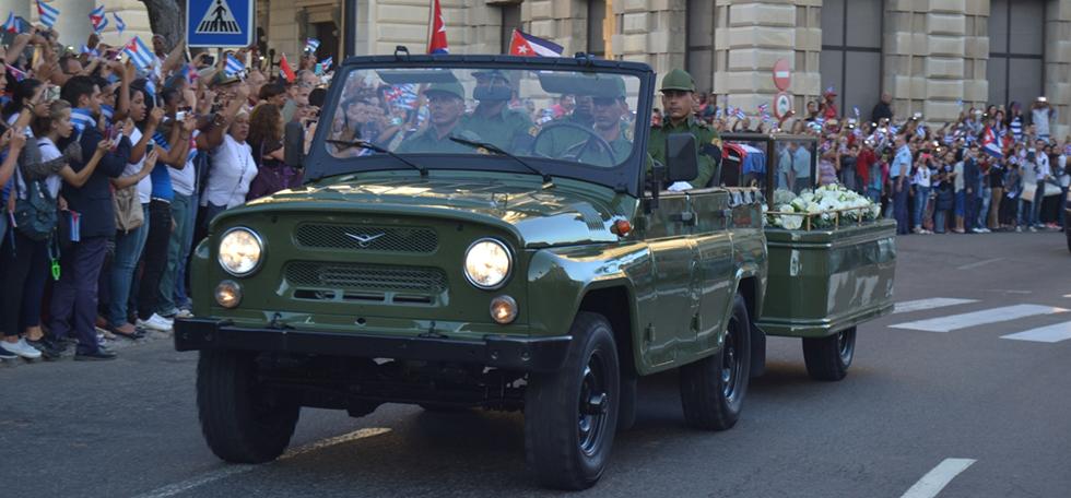 """Fidel """"navega"""" hacia la eternidad"""