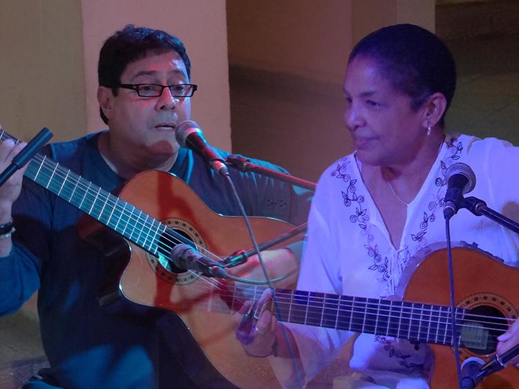 La actuación de estos cantautores se convirtió en un espacio para la evocación y el reencuentro con dos de los referentes de la trova en nuestro país.