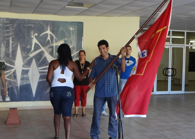 Llegada de la Bandera XX Congreso de la CTC a la UCI. La recibió nuestro Secretario General del Buró Sindical.