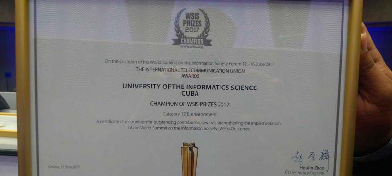 Recibe la UCI y el Pachamama Game Jam premio en la Cumbre Mundial de la Sociedad de la Información