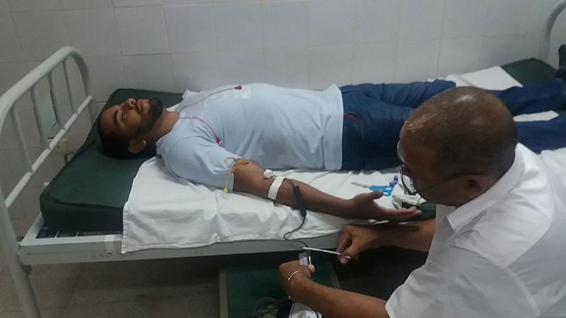 Trabajadores y estudiantes en la tarde-noche del viernes donaron voluntariamente su sangre a sobrevivientes del accidente aéreo.