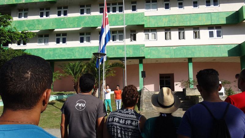 La bandera cubana ondeó a media asta este 19 de mayo por el siniestro del avión en Cuba ocurrido este viernes donde sobrevivieron tres personas, hasta el día de hoy.
