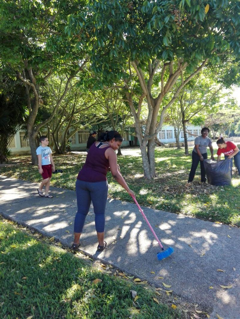Movilizada comunidad universitaria para higienización de la UCI, a propósito del Ejercicio Meteoro contra huracanes.