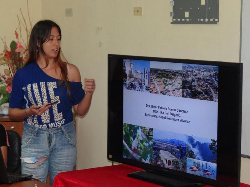 En las aulas del docente Camilo Cienfuegos los participantes disertaron sobre la formación y educación ambiental en nuestro país.
