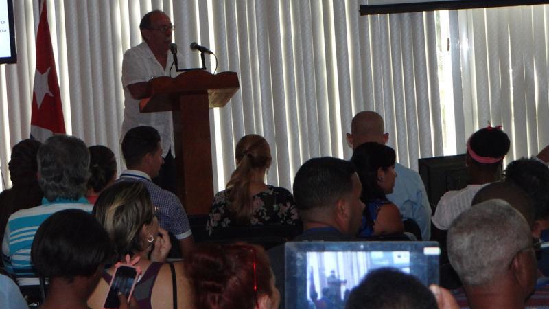 """Profesor Titular Agustín Lage Dávila, imparte la conferencia """"BioCubaFarma, las empresas de alta tecnología y la gestión de proyectos""""."""
